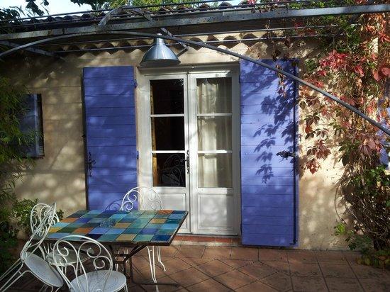 Le Clos des Iris : Entrance to our room