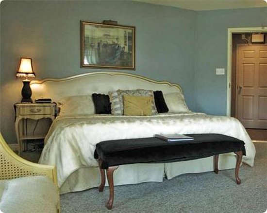 Inn on the Harbour: French Provincial
