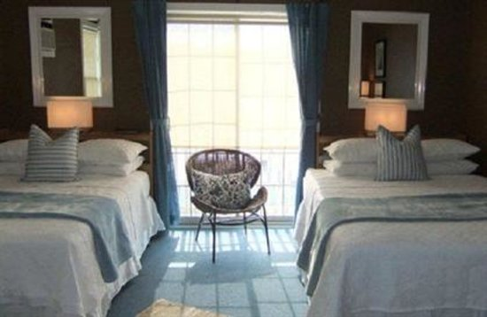Inn on the Harbour: Lakeview Breezes