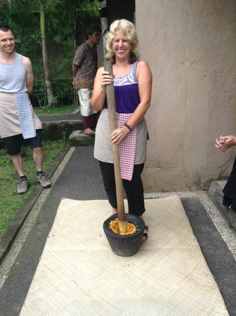 Paon Bali Cooking Class: We all had a turn.