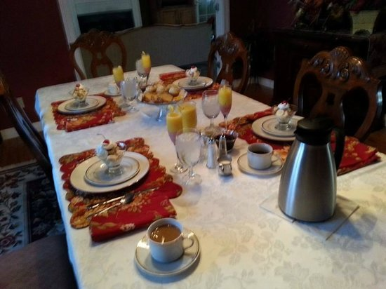 The Hill House: Breakfast table