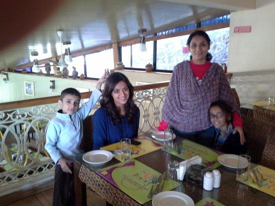 Avalon Holiday Resorts: restaurant