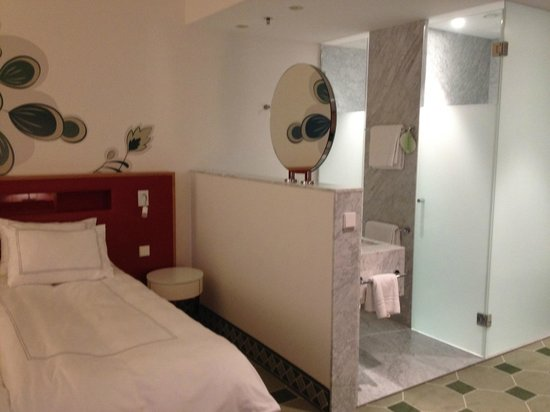 Hyperion Hotel Dresden am Schloss: left door is the shower, right door is the toilet!