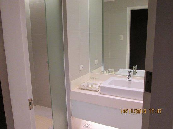 The Bayleaf Intramuros: toilet, CR