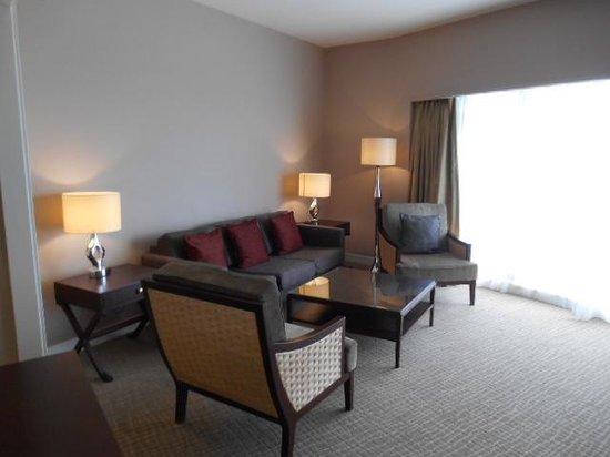 ฮิลตัน กูชิง: Lounge area in the room
