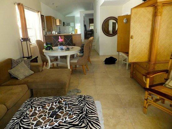 Manta House: Main Living Dining area