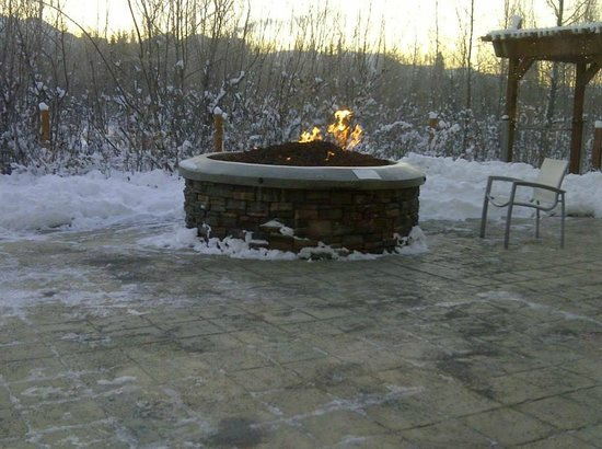 SpringHill Suites Anchorage University Lake: Fire Pit