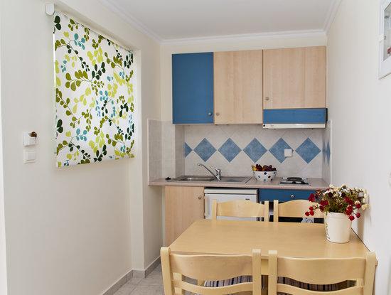 Windmill Bay Aparthotel : Kitchenette