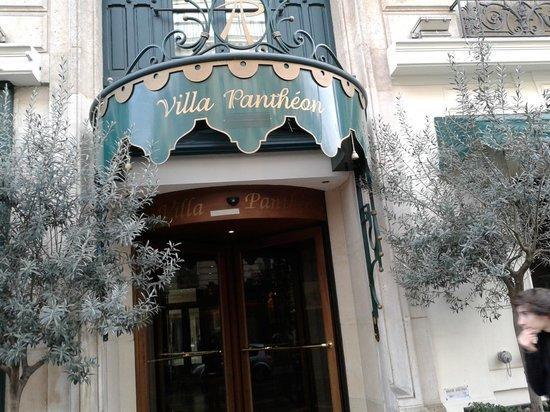 Villa Pantheon: The front entrance