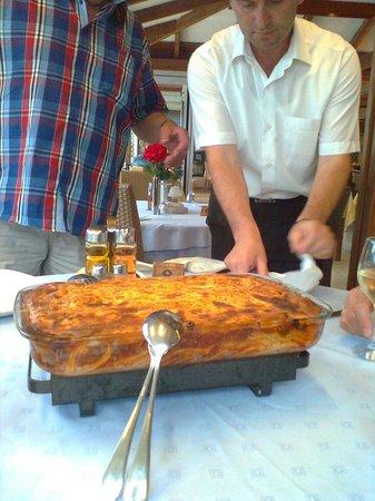 Caravel Apartment Hotel: Der blev serveret en dejlig Pastitsio