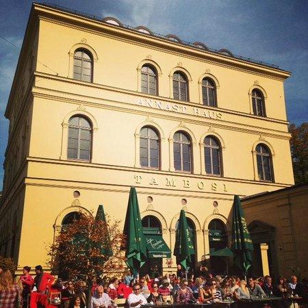 Tambosi : Area externa ao Odeonplatz