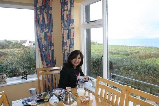 Sea Breeze Bed and Breakfast: Cheers