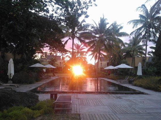 Trou aux Biches Beachcomber Golf Resort & Spa: Vista piscina interior jardines