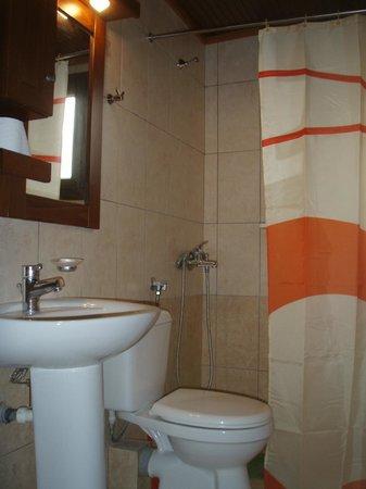 Fresh Rooms and Studios: Bathroom