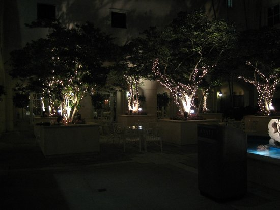 Hyatt Regency Coral Gables: Court yard do Hayatt à noite