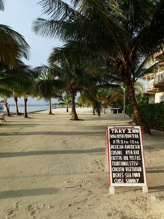 Taky Inn Restaurant: Beach side entrance