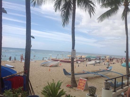 Outrigger Waikiki Beach Resort: the view of the beach from the pool area
