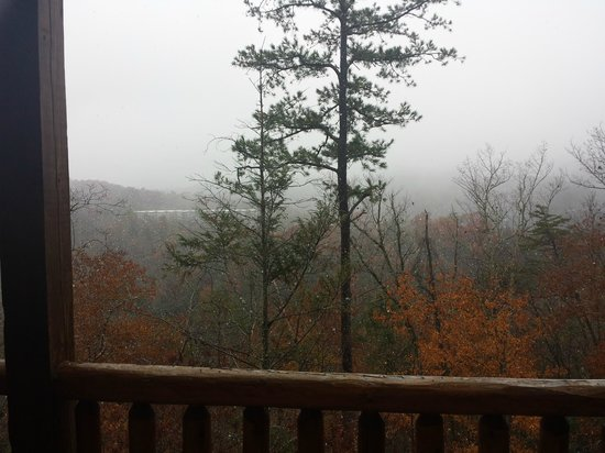 Gatlinburg Falls Resort: More pictures of the view from the back deck.