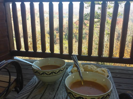 Gatlinburg Falls Resort: Soup on the back deck!