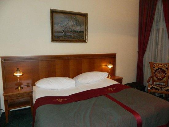 Green Garden Hotel: Кровать