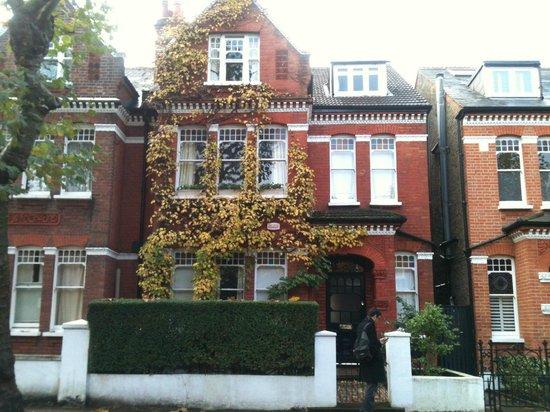 Maison picture of 108 streathbourne road london for Maison london
