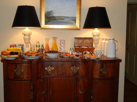 1708 House : Breakfast serving table