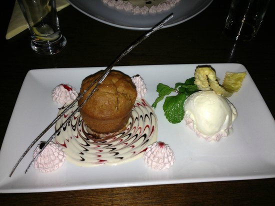 Il Divo: Beautifully presented sticky toffee pudding