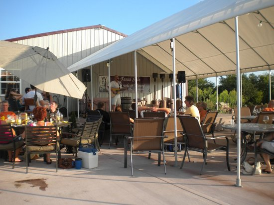 Fence Stile Vineyards & Winery: Patio Fun