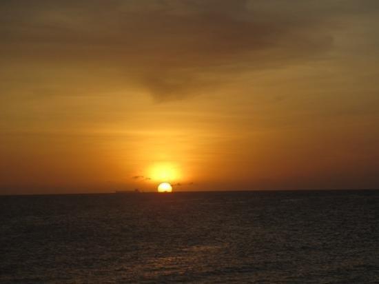Saint Tropez Oceanclub: atardecer en papagayo beach