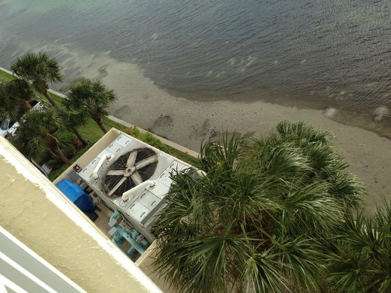Clearwater Beach Marriott Suites on Sand Key: Giant, noisy, smelly exhaust fan