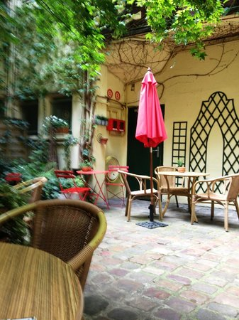 Le Vieux Carre: Beautiful Courtyard