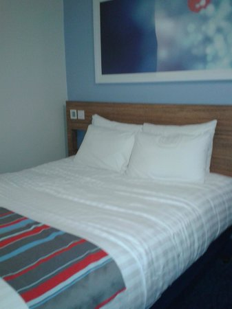 Travelodge Aylesbury Central: The king-size Dreamer Bed