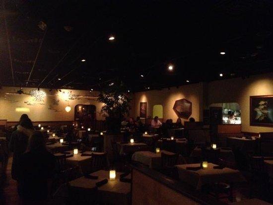 Bonefish Grill: Dining room (dark!)
