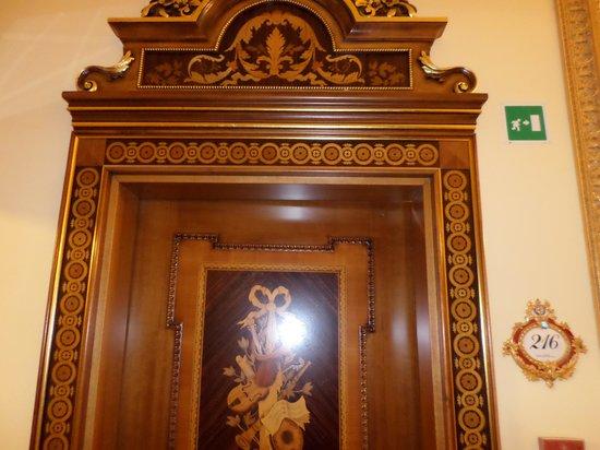 Grand Hotel des Iles Borromées & SPA : Door to the room