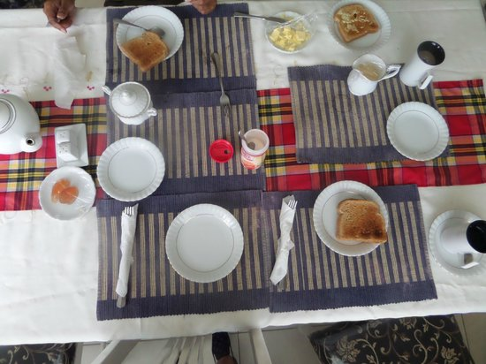 Retreat Guesthouse Luxury Suites: so called 'continental' breakfast