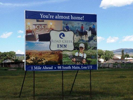Road Creek Inn: Billboards