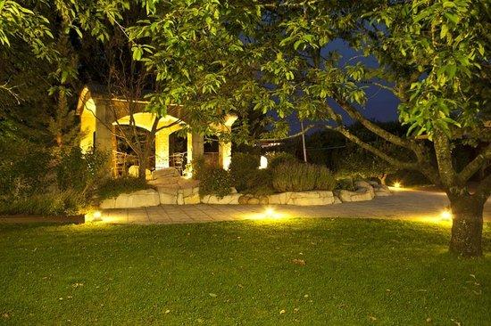 Foto de hotel don carlos huarte salones y jardines noche - Noche en los jardines de espana ...