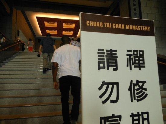 Chung Tai Chan Monastery: Many stairs NOV2013