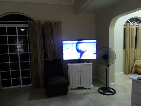 Retreat Guesthouse Luxury Suites: awful television reception