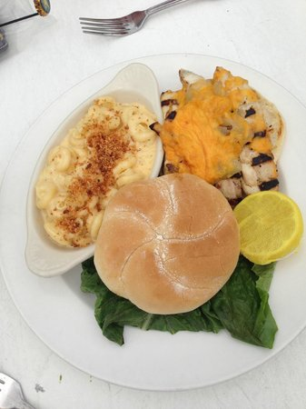 Marker 88 Restaurant : Fish Sandwich with Mac and Cheese