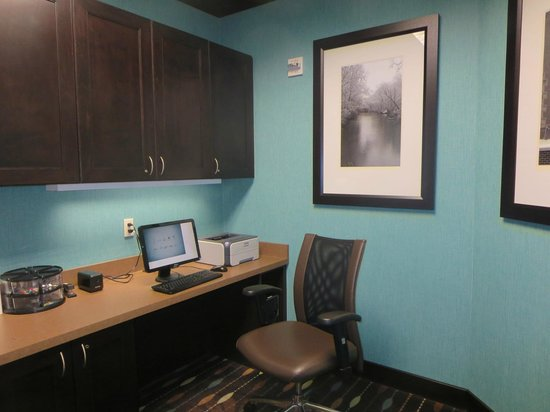 Hampton Inn and Suites Flint / Grand Blanc: Business Center