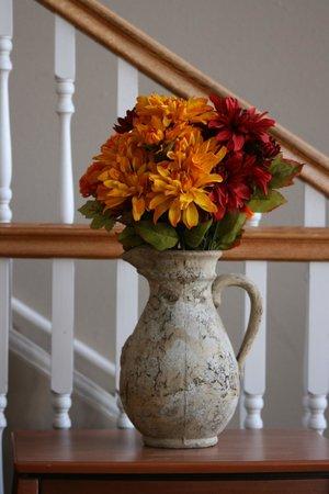 Road Creek Inn: Flowers for the INN
