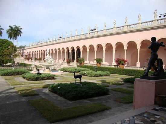The Ringling : Ringling Museum Courtyard