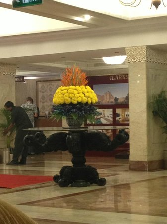 Hotel Clarks Shiraz: ресепшн