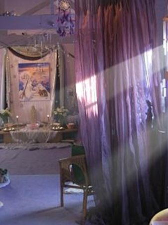 Glastonbury Goddess Temple: Inside the Temple decorated for Yule
