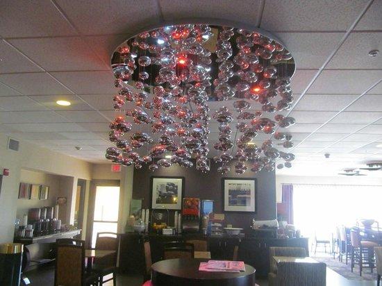 Hampton Inn Killeen : lobby with funky chandelier