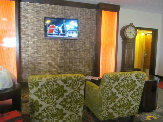 Hampton Inn Killeen : sitting area near lobby