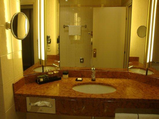 Hotel Cerretani Firenze - MGallery Collection : Banheiro