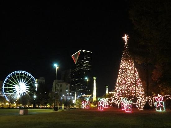 Hilton Garden Inn Atlanta Downtown : christmas lights downtown
