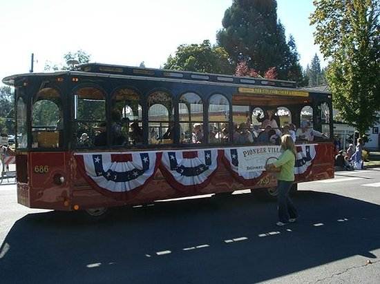 Historic Jacksonville Trolley Tour: The regular trolley dressed up for Jacksonville's 150th Anniversary Jubilee Parade